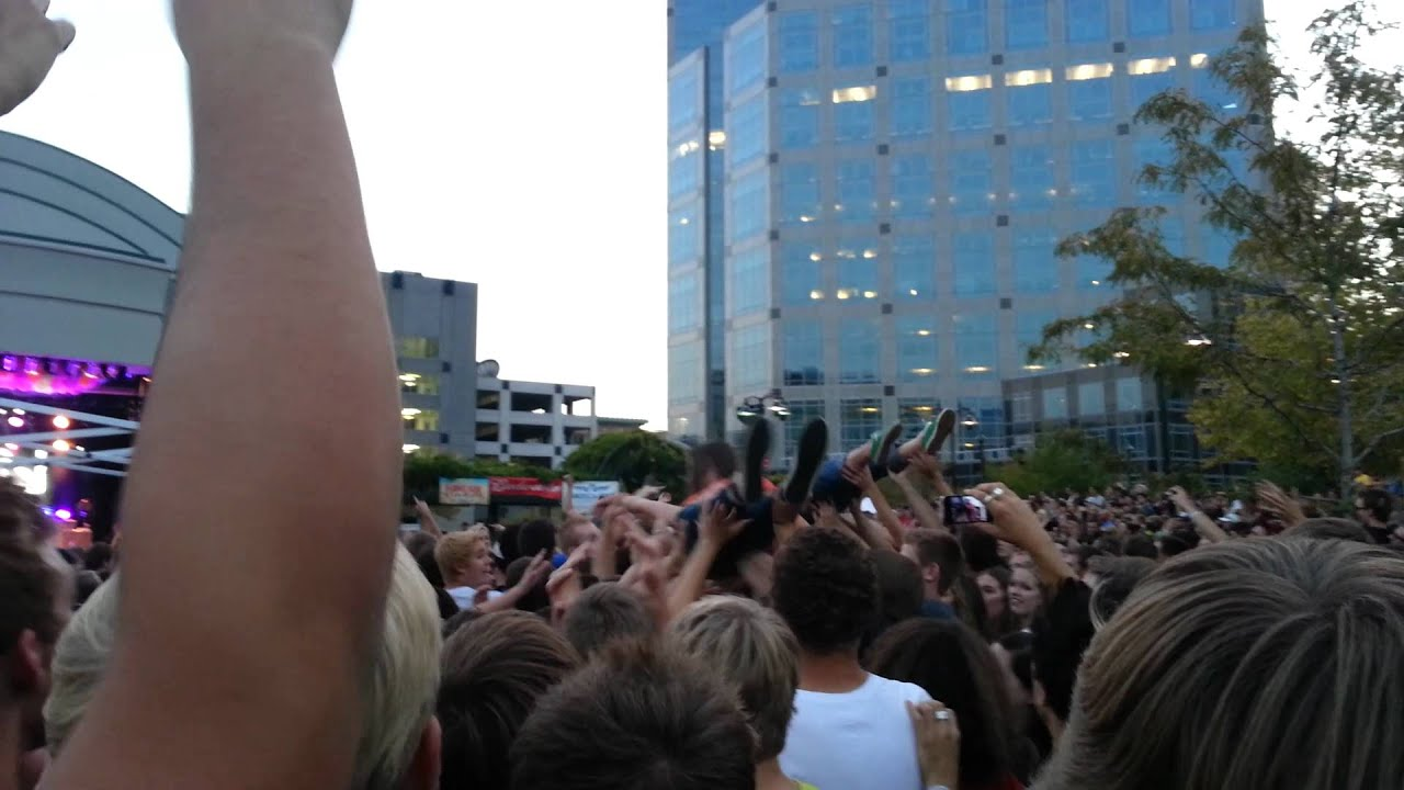 Watch How to Crowd Surf video