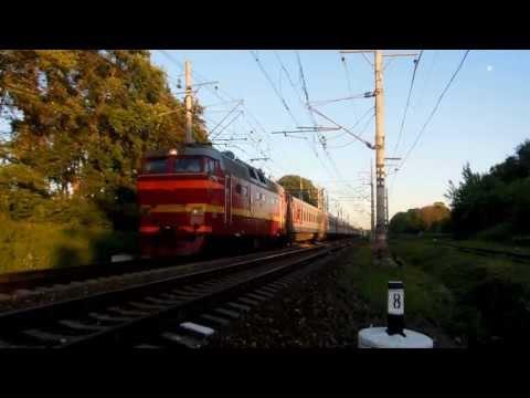 Электровоз ЧС2Т-1035 с поездом №018 «Карелия»