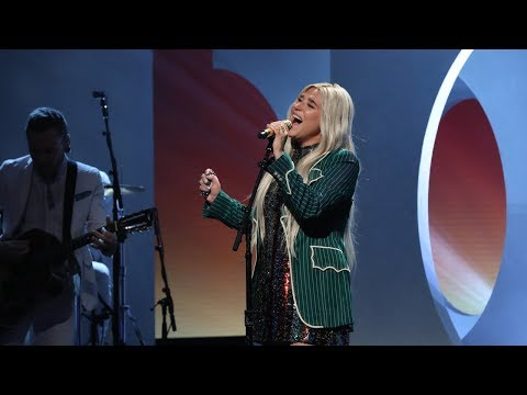 Chris Davis - Kesha Performs 'Here Comes the Change' on Ellen!