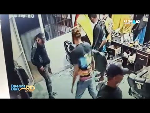 Villa Vásquez en línea de fuego, cámara capta agentes de DNCD poniendo drogas en barbería