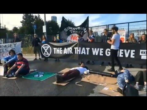 نشطاء المناخ يعطلون عمل أكبر شركة لتوريد الخرسانة الجاهزة في لندن…  - نشر قبل 1 ساعة