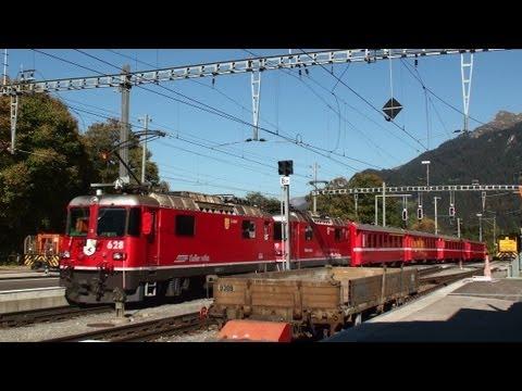 Züge der Rhätische Bahn RhB in Klosters Ferrovia retica Seilbahn Gotschnabahn Eisenbahn Schweiz