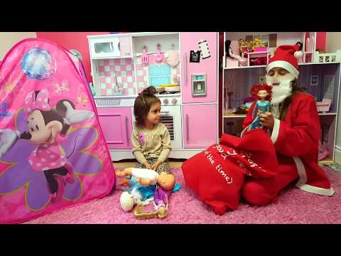 Santa Claus Is Coming  to Emily's House / Toys Review Emily Tube