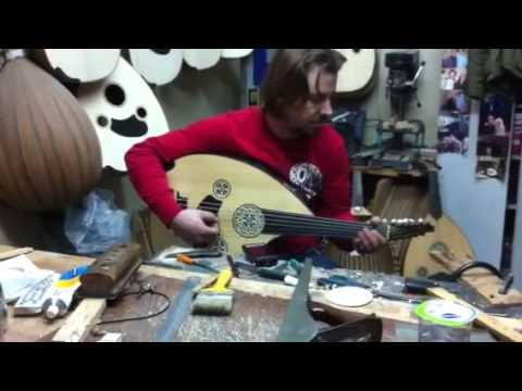 Luthier İbrahim Ada is playing his ouds!!!