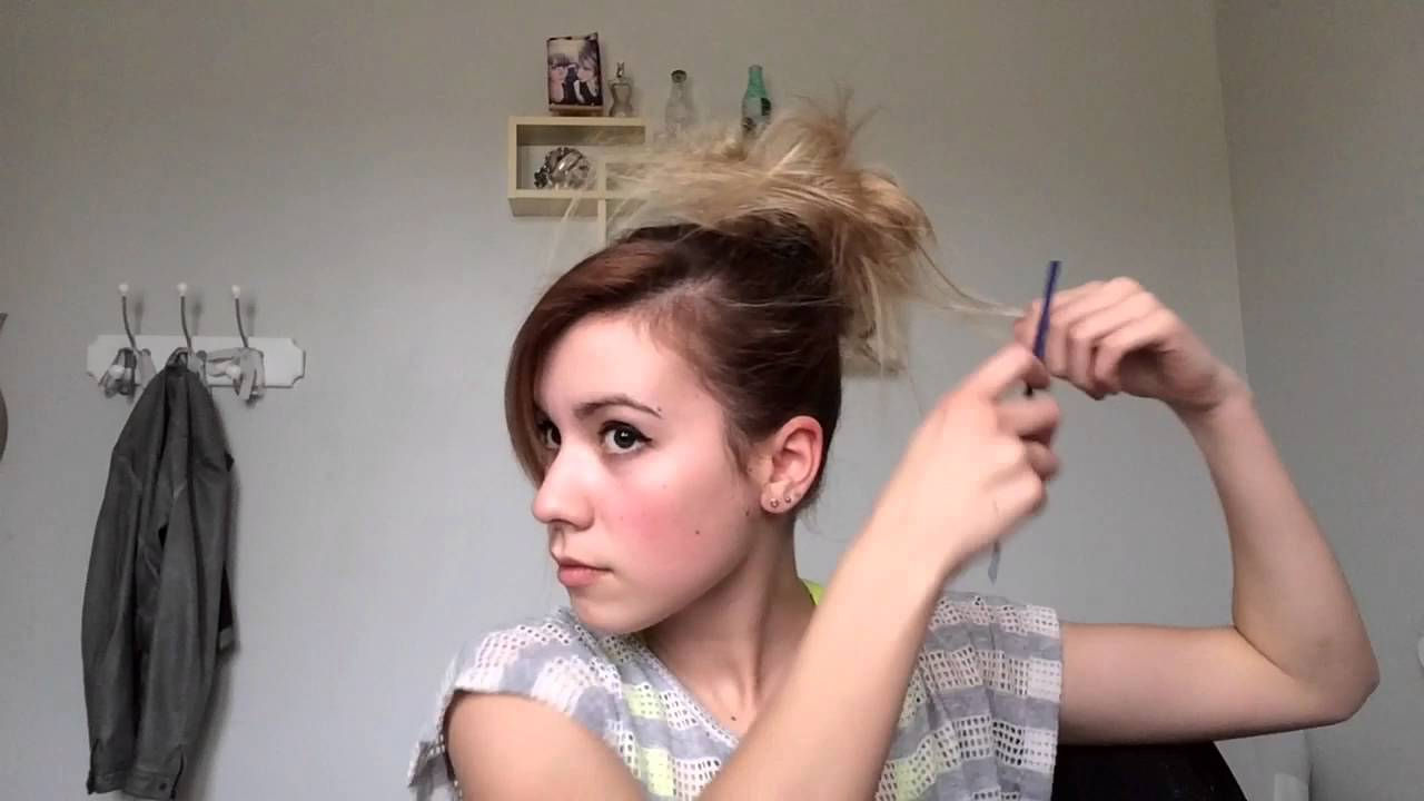 Comment faire un chignon simple sur cheveux court sans - Faire un chignon ...
