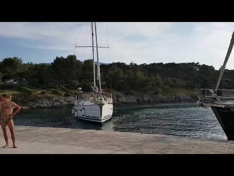 Boat Fail: Yacht crashes while berthing in Osor, Croatia