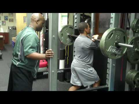 NFL RB DONNIE BROWN & LB KEVIN MALAST FRONT SQUATTING