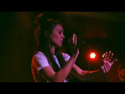 Amy Shark - Middle Of The Night - Live in Antwerp 2018