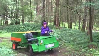 Theresa lernt Geländefahren