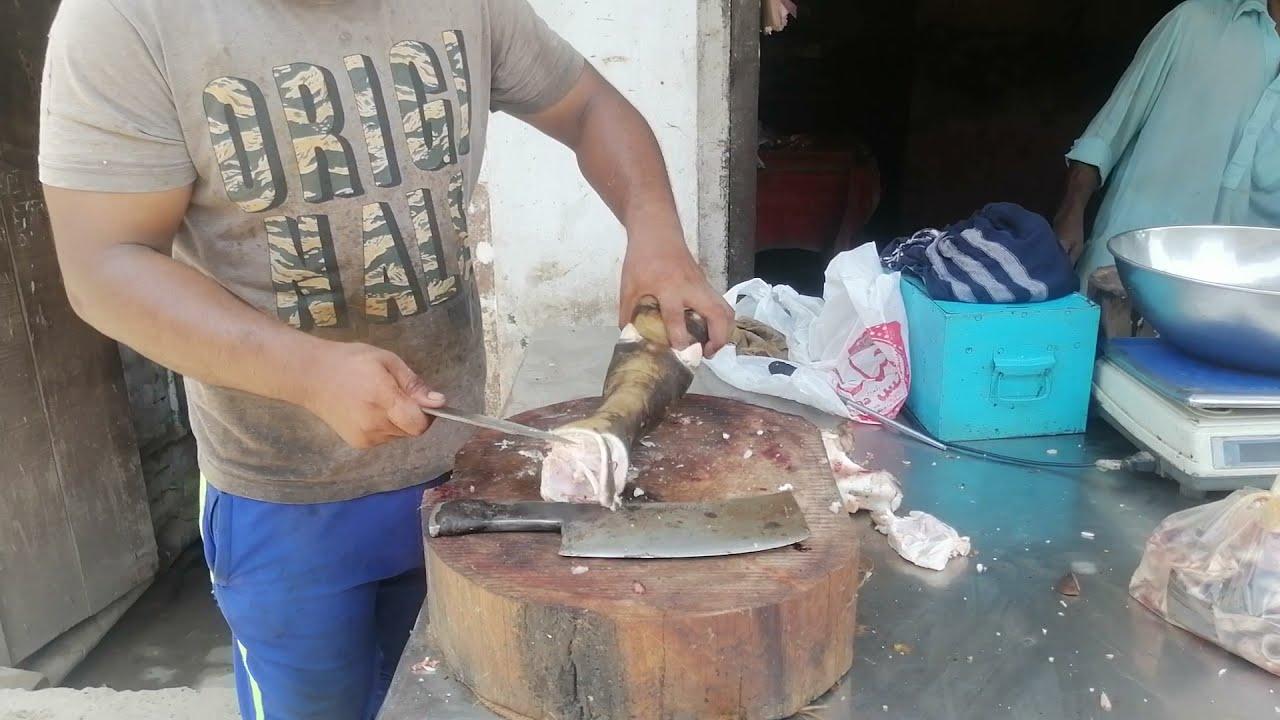 Fast cutting skills    Buffalo trotters cutting master in Pakistan    Beef paya cutting skills