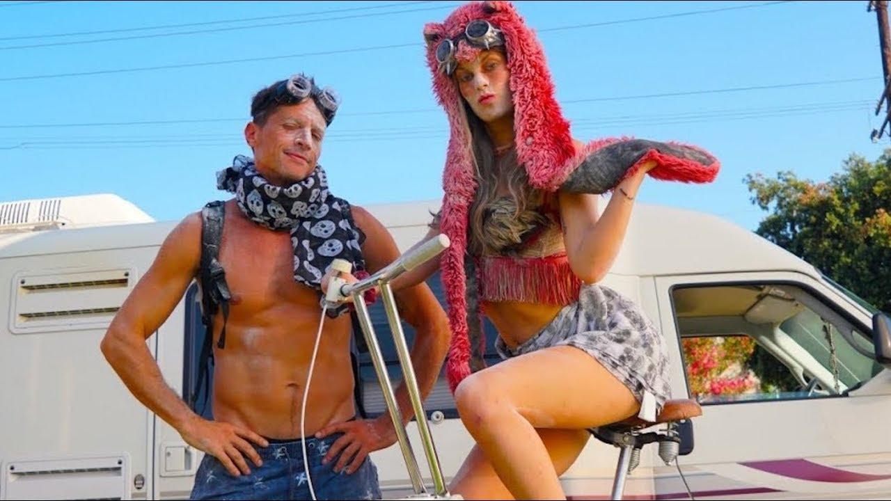 Burning Man Couple   Hannah Stocking, Marlon Wayans & Simon Rex