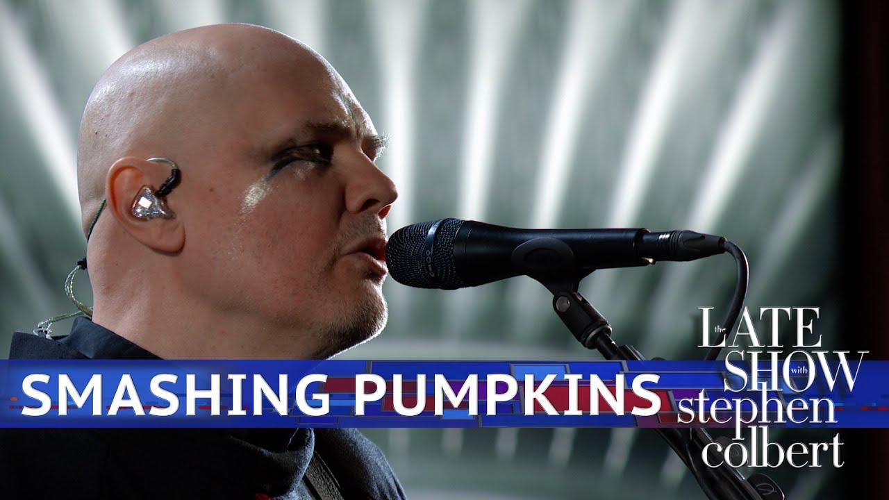 Resultado de imagem para Smashing Pumpkins Faz Versão Melancólica De Knights Of Malta Em Programa De TV; Veja