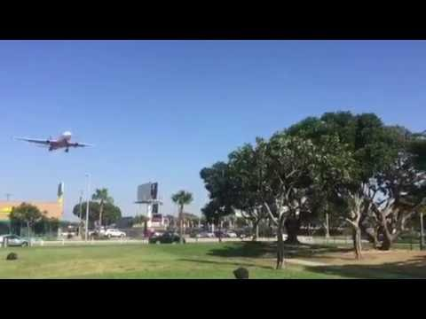 Airplane Landing Los Angeles International Airport  LAX (In-N-Out Burger Westchester)