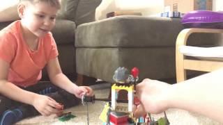 Платон играет в Лего Angry Birds Movie