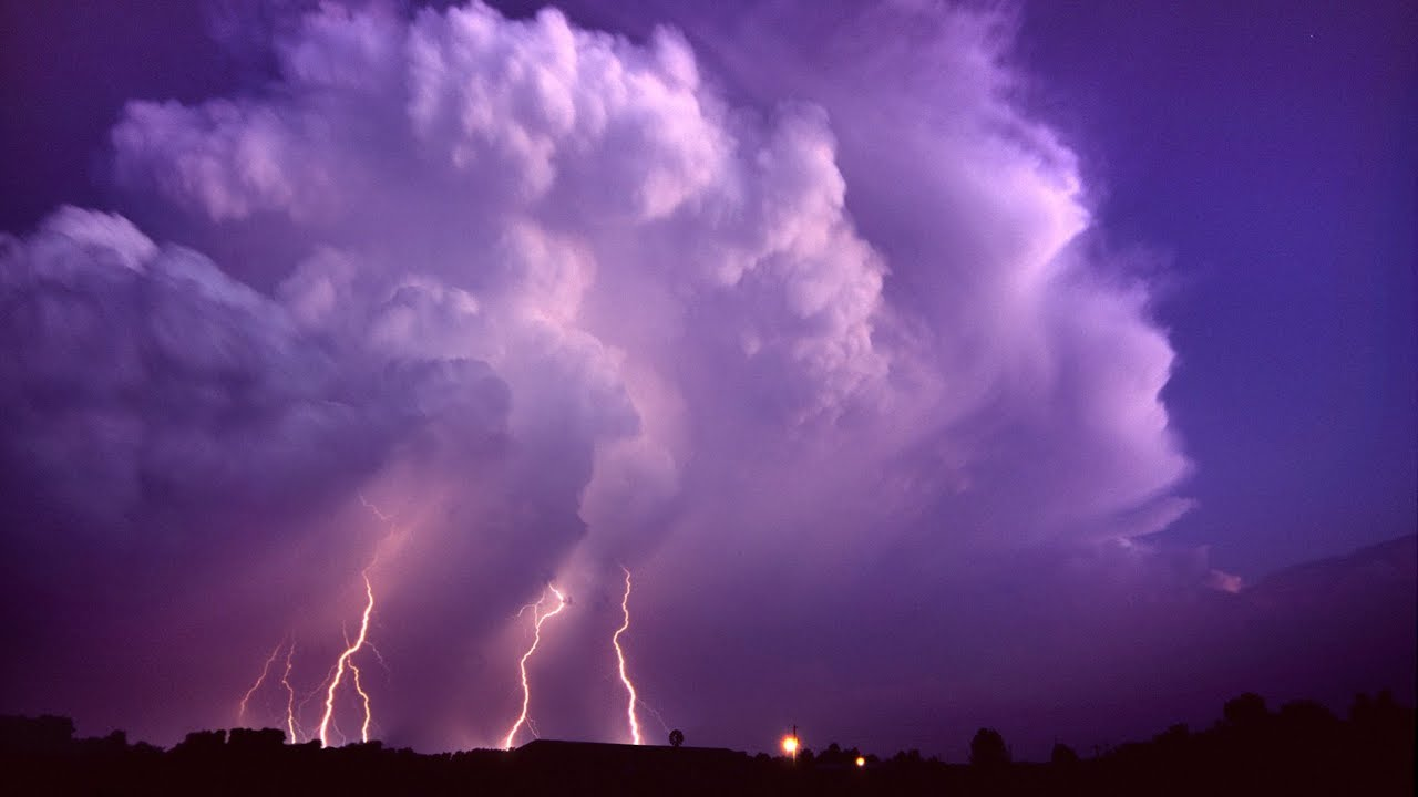 Really Big Storms Start Out Slow And >> A Storm Of Thunder Lightning Strikes In Slow Motion And Storm Time