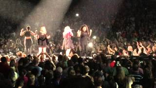 Kelly Clarkson Chicago Uptown Funk/Walk Away Piece By Piece Tour With Pentatonix