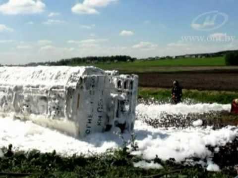 Fuel Truck Crashes In Belarus, под Минском перевернулся бензовоз