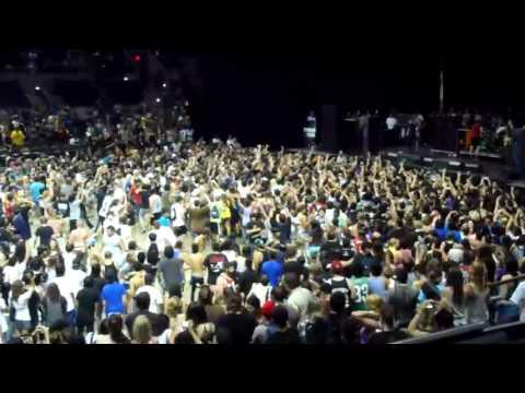 Bring Me The Horizon - Wall of Death (Vans Warped Tour 2010 - San Antonio, TX)