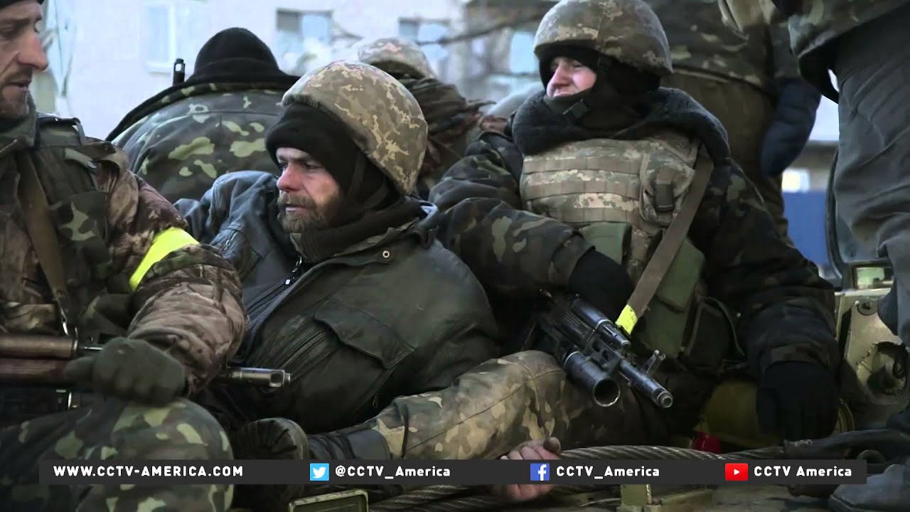 Ukrainian troops retreat from Debaltseve - YouTube