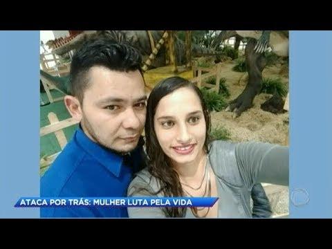 Homem ataca a ex-mulher pelas costas a golpes de faca