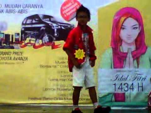Ananda Ramadhan Pratama Fashion Show Merah Putih