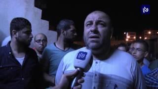أقارب الجواودة يتجمهرون بعد معرفتهم بوفاة ابنهم في سفارة الاحتلال - (24-7-2017)
