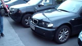Trotuarul nostru, parcarea voastră