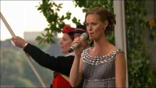 Sveriges Nationalsång 06/06/2010 på nationaldagen