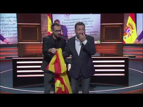 Dos humoristas de TV3 se suenan los mocos con la senyera en apoyo a Dani Mateo