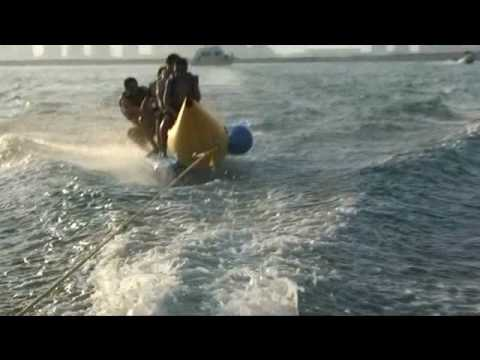 the rope hit him in his Face banana boat !  ضرب الحبل في ويهه