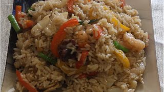 Рис с морепродуктами в воке.