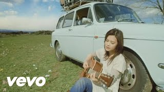 Music video by YUI performing Laugh away-short ver.-. (C) 2008 Sony...