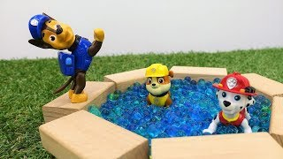Paw Patrol baut einen Pool. Videos auf Deutsch.