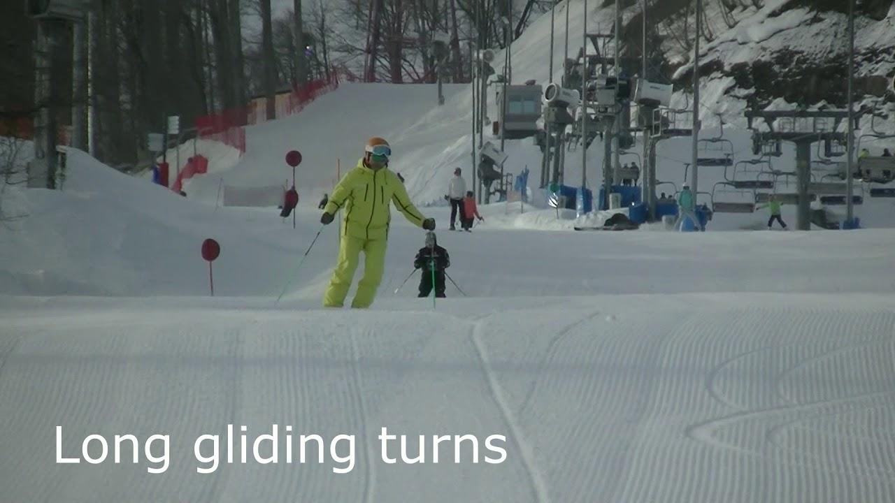 Три базовых поворота на параллельных лыжах.