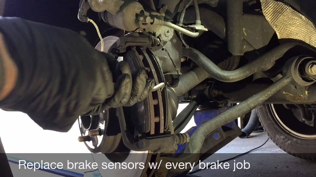 how to replace range rover front brake pads [ 1280 x 720 Pixel ]