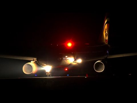 """A330 Etihad Airways """"Spooky engine""""condensation and spool up!!"""