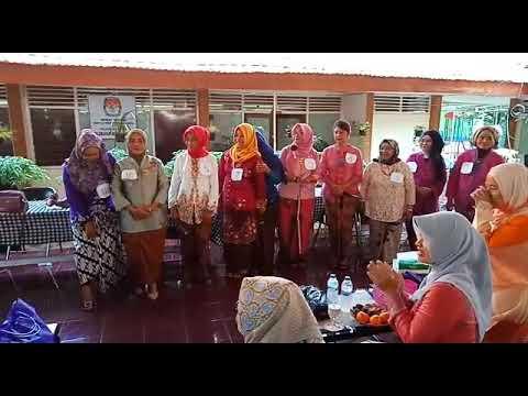 "Lomba fashion sow ibu"" PKK jemur wonosari dlm rangka peringatan hari Kartini"