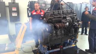 Motor Scania K124-360CV funcionando.