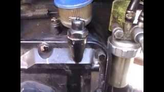 видео Как действовать: загорается датчик давления масла на горячем двигателе авто