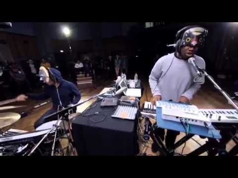 SBTRKT feat. Sampha - Trials Of The Past (Live on Abbey Road Debuts)