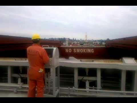 PANAMAX HATCH COVER BEING CLOSED
