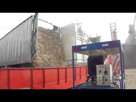 wood chip carrier loaded from self discharging trucks