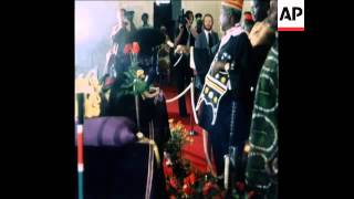 SYND 26 8 78 BODY OF PRESIDENT JOMO KENYATTA LYING IN STATE IN NAIROBI