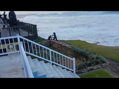 Big waves hit Mossel Bay