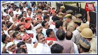 100 Shehar 100 Khabar: Samajwadi Party Workers Protest Against The Yogi Govt.
