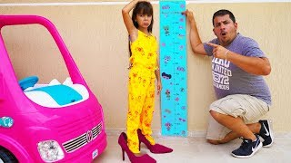 Laurinha quer ser alta e pular no pula pula 2(kids wants to be taller & jump on a trampoline)