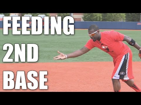 Brandon Phillips : How to feed second base