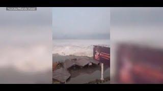 TSUNAMI TRIFFT INDONESIEN: Todeswelle reißt Häuser einer Küstenstadt hinweg