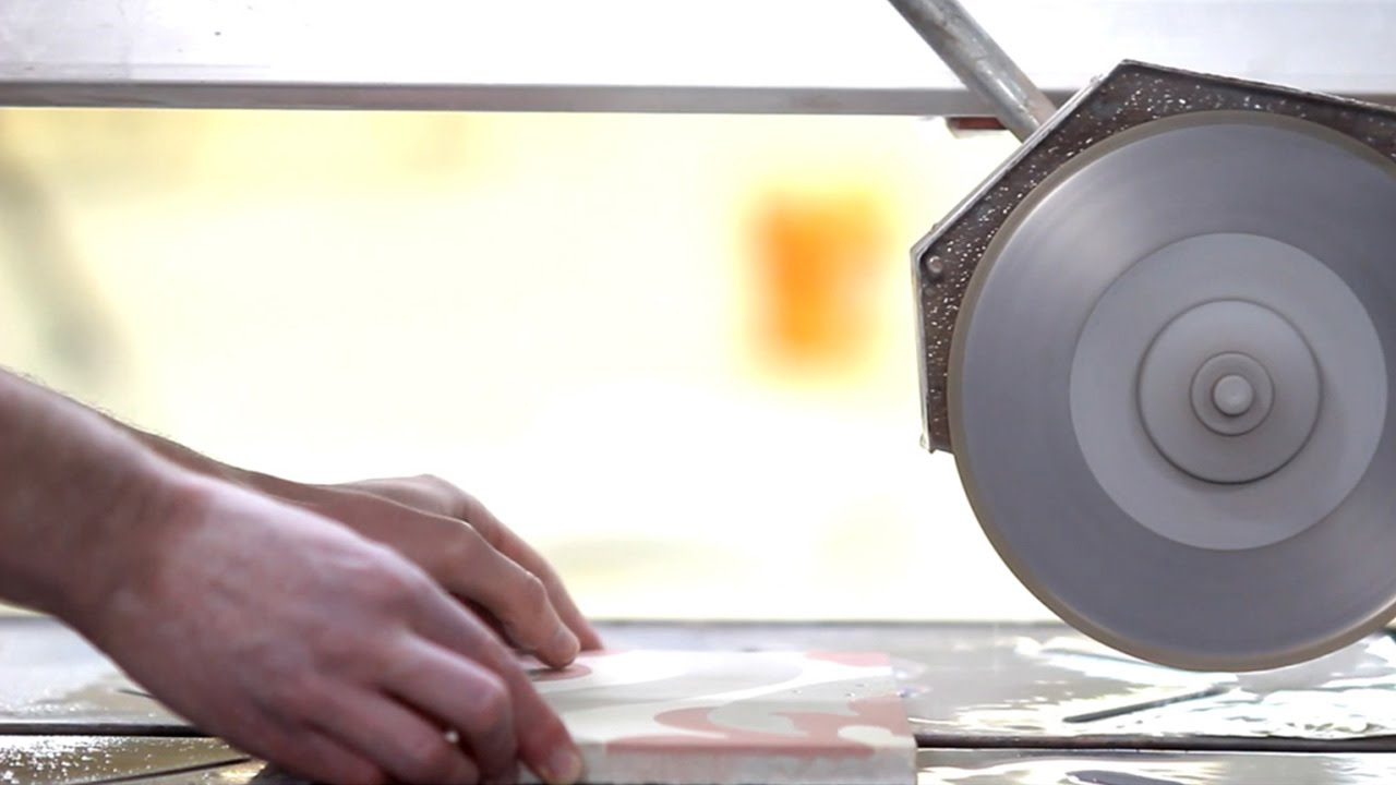 schneiden von mosaic del sur zementfliesen youtube. Black Bedroom Furniture Sets. Home Design Ideas