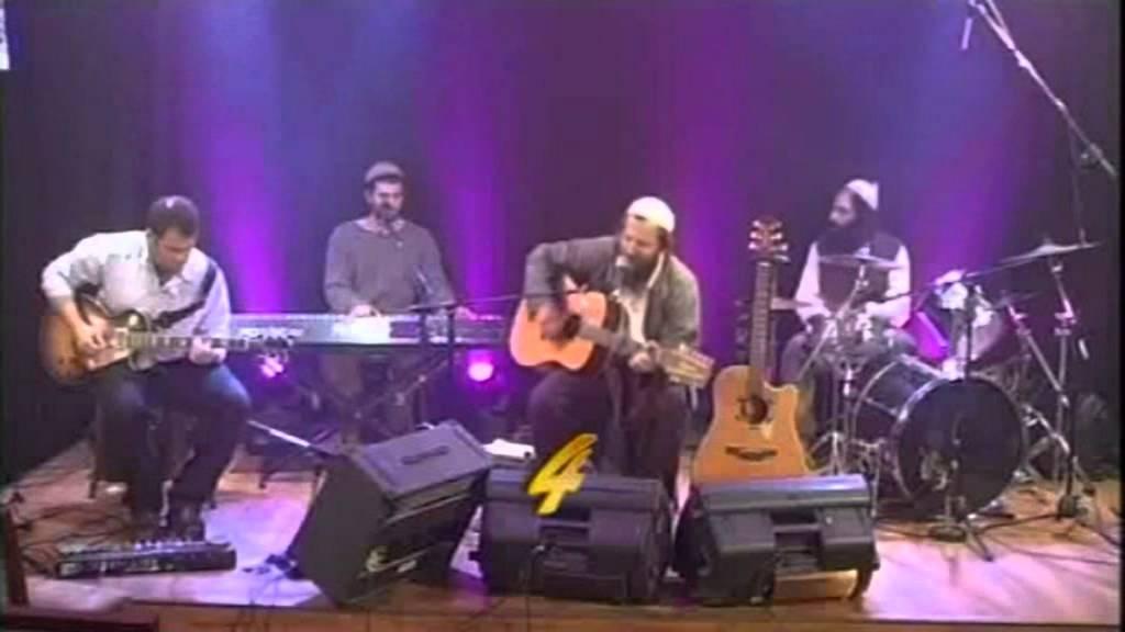 ונגינותי ננגן ן ירמיהו ולהקתו בהופעה במרכז שמיים